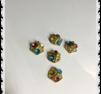 Guldigt med tre bling färgade stenar 1- pack
