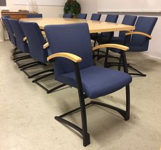 Konferensstolar Kinnarps Arcus blå/björk