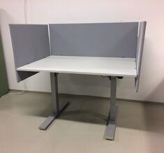 Höj & sänkbara skrivbord med skärmvägg