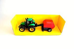Traktor med rundbalmaskin