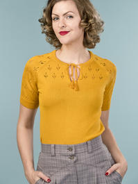 the knock out knit top. mustard
