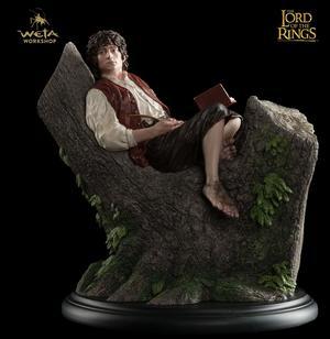 LOTR: Frodo Baggins on tree stump statue