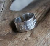 """Justerbar ring med budskapet """"Dream"""""""