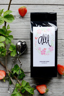 Svart te med jordgubb fläder-smak: Allt har sin tid