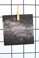 Kvadratiskt, matt vykort av återvunnet papper: Hold me Jesus