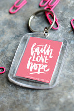 Nyckelring i rosa: Faith LOVE Hope
