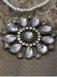 Hängande ornament vintage med pärlor antiksilver ornament shabby chic lantlig stil