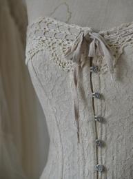 Korsett livstycke spetstyg linnefärg vintage shabby chic lantlig stil