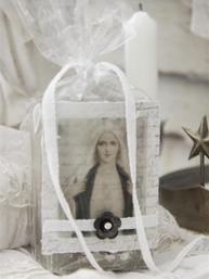 Vackert dekorerad ekologisk olivoljetvål tvål madonna Jeanne d´Arc Living