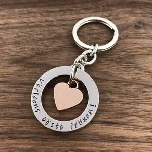 Skolavslutning Personlig nyckelring med rosehjärta