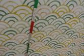 Ljus botten med halvmånemönster i gröna toner