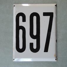 Iso vanha emalikyltti numero 697