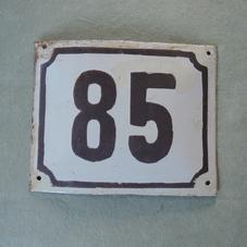 Vanha emalikyltti numero 85