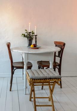 Runt gammalt klaffbord för det lilla köket    SÅLT