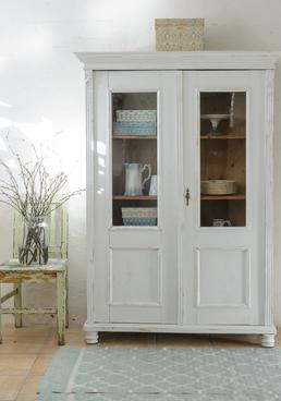Fint gammalt vitrinskåp med dubbla dörrar