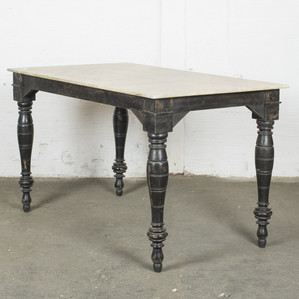 Bord med marmortopp