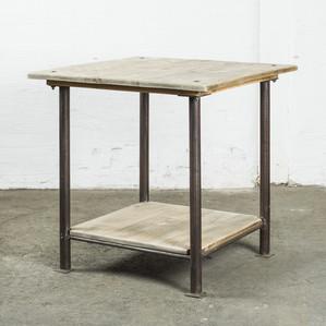 Litet bord med metallben