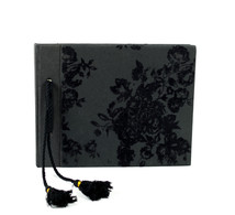 Gästbok 18x22 svart stor blomm