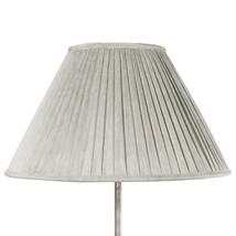 Prydlig lampskärm grå silk