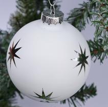 julgranskula i glas vit med silver stjärnor