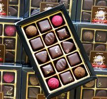 15 praliner doppade i mörk choklad