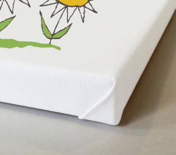 Lilla Anna, blommor och två fjärilar