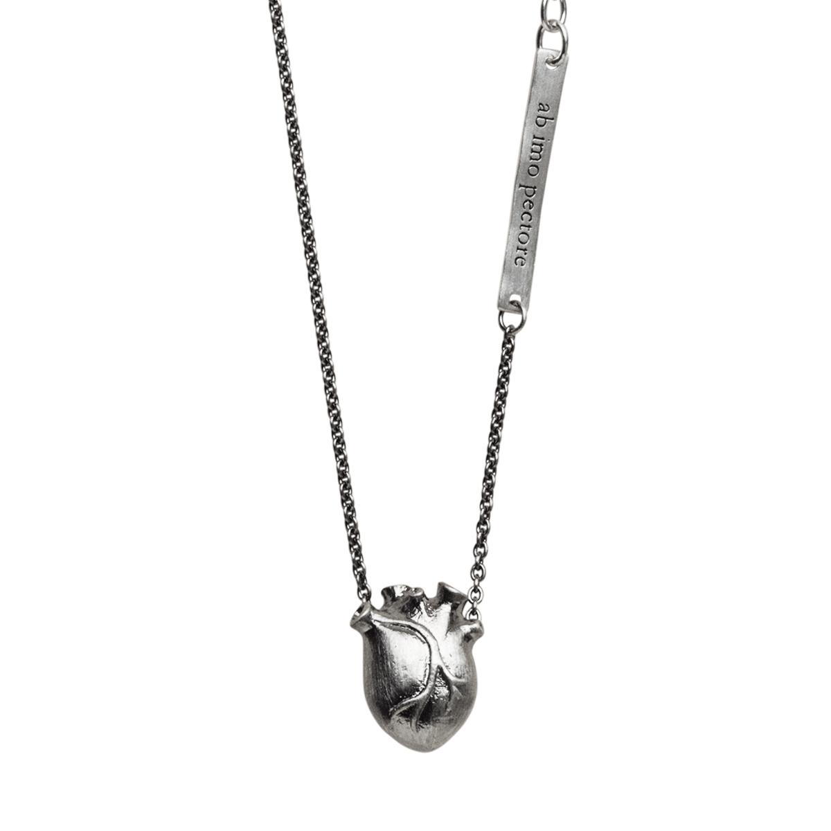 BJÖRG halsband anatomiskt hjärta 828e45e23e88e