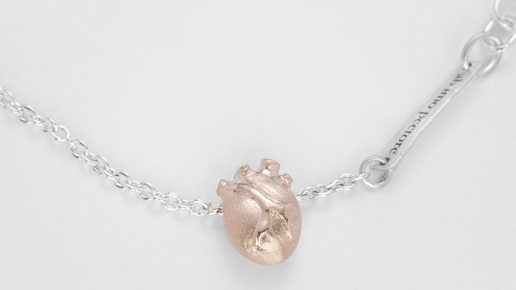BJÖRG armband - anatomiskt hjärta d74b642a2a222
