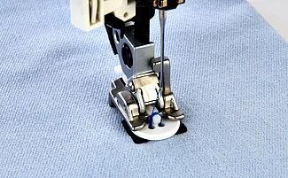 Husqvarna Tyger och Symaskiner - Pressarfot för att sy i knappar 2ae8813415aab
