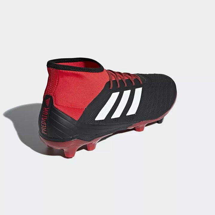 official photos be204 1c811 Fotbollsskor adidas Predator 18.2 FG svart röd