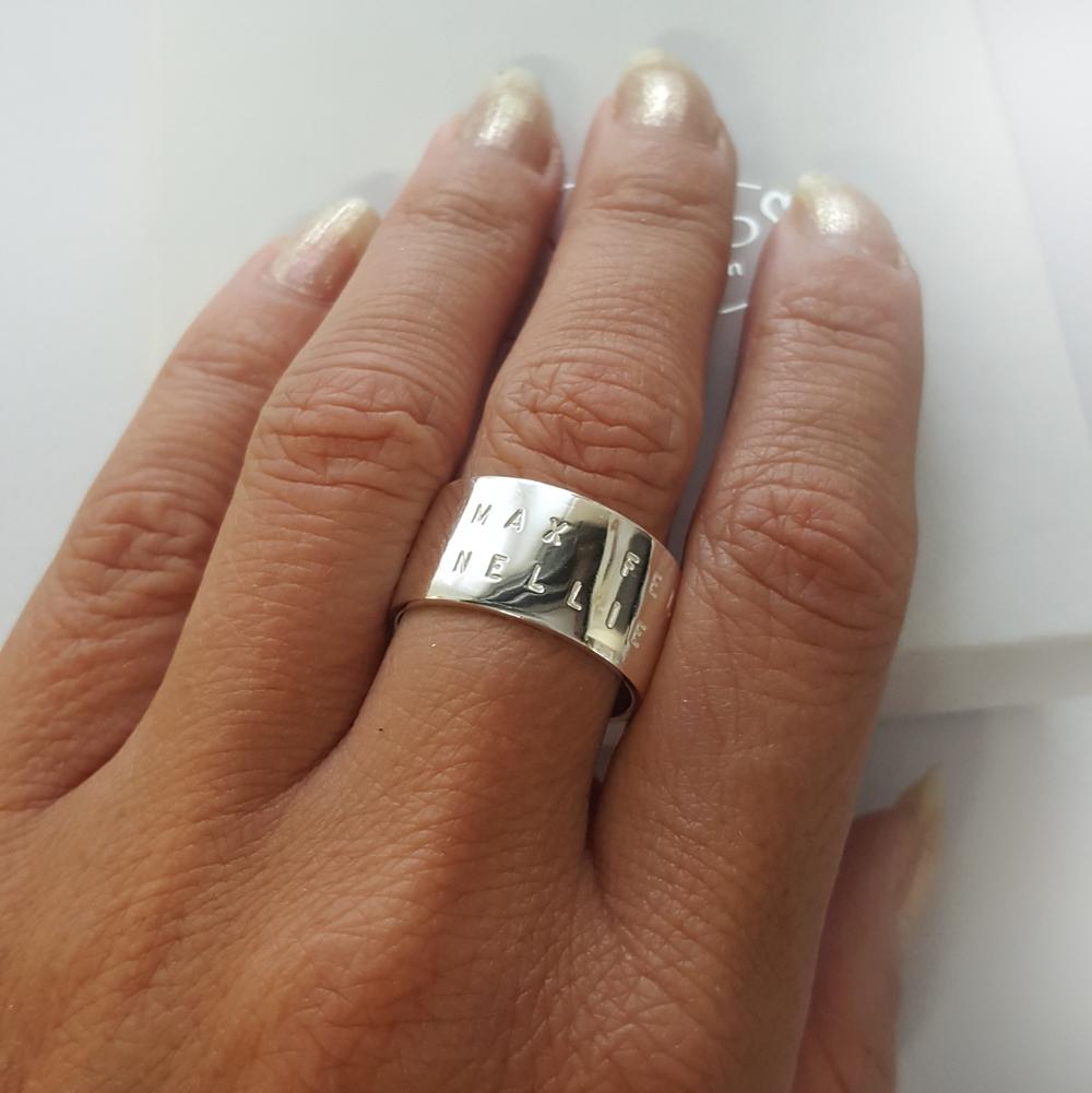 bred silverring med text