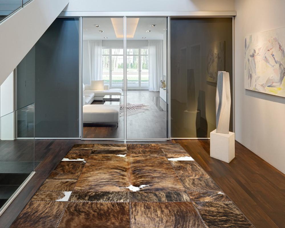 teppich aus kuhfell latest die besten schaffell ideen auf pinterest flauschiger teppich kuhfell. Black Bedroom Furniture Sets. Home Design Ideas