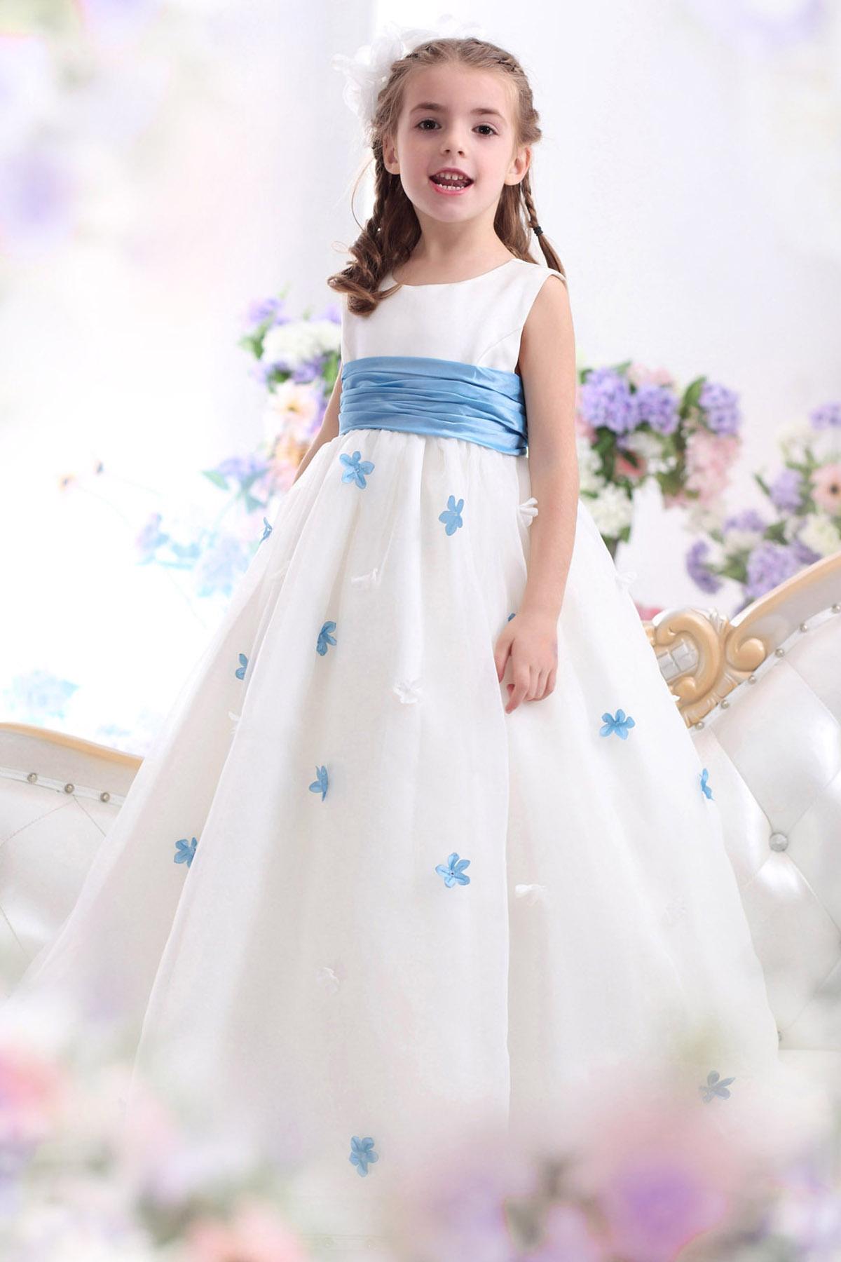 99c13672a6d1 Billig brudklänning, balklänning, bröllopsklänning & festklänning i  Stockholm,bromma Matildas fest - Näbbklänning G12002 lagervara