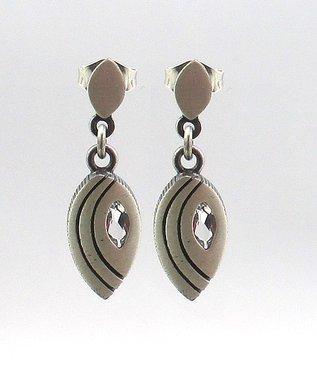 Öhängen silver med bergkristall Finnfeelings - GULDKORNET 85e19e7a5ae45