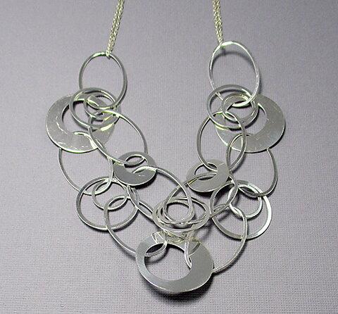 Silver halsband tvåradigt med cirklar bcfeb9a837fc6