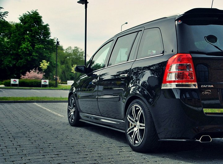 side skirts diffusers opel zafira b opc. Black Bedroom Furniture Sets. Home Design Ideas