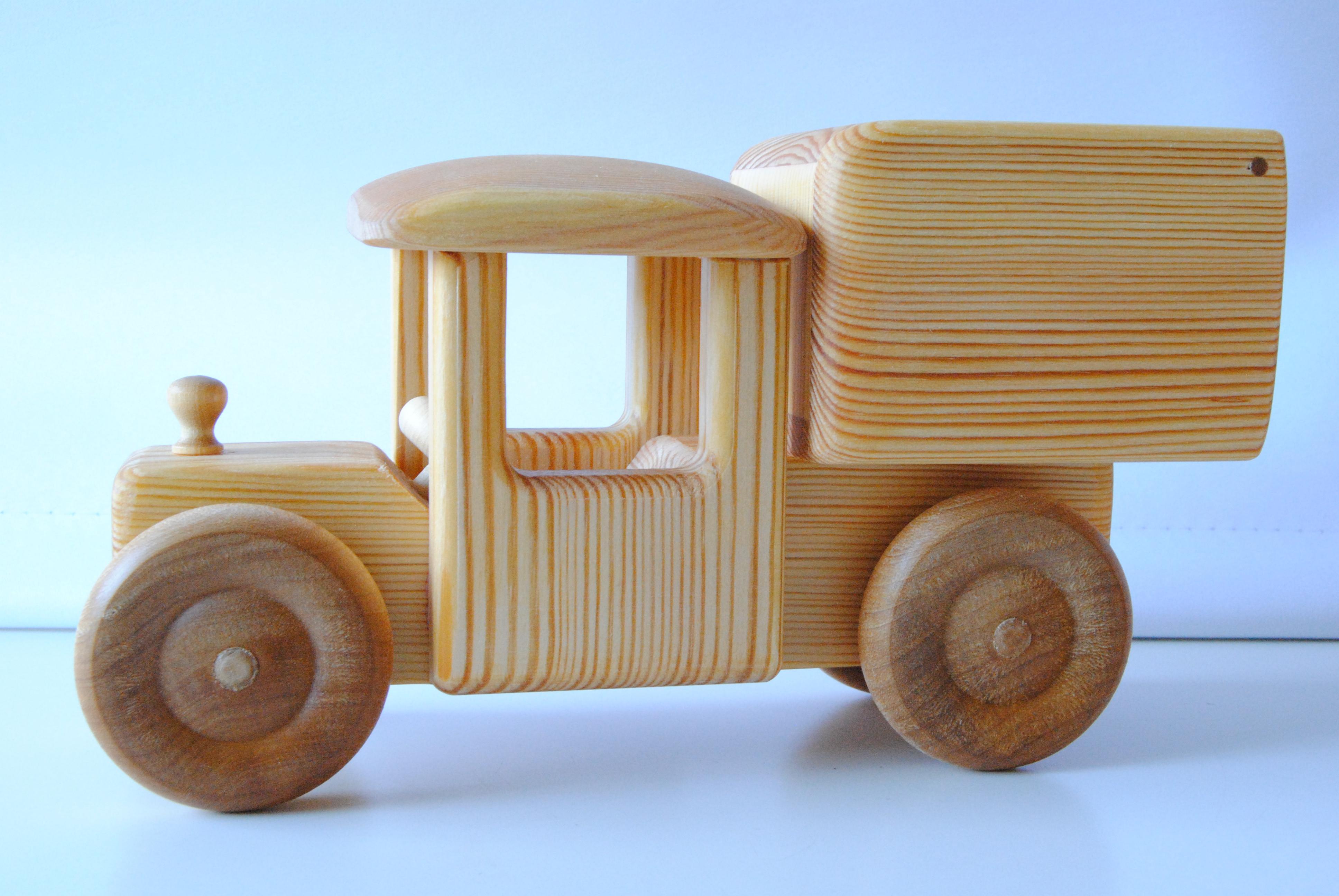 bilar i trä