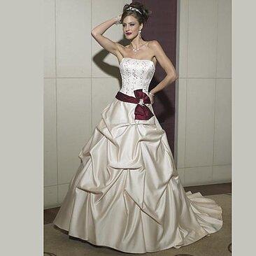 a124686c9a4e Klassisk Brudklänning - DressMeUp