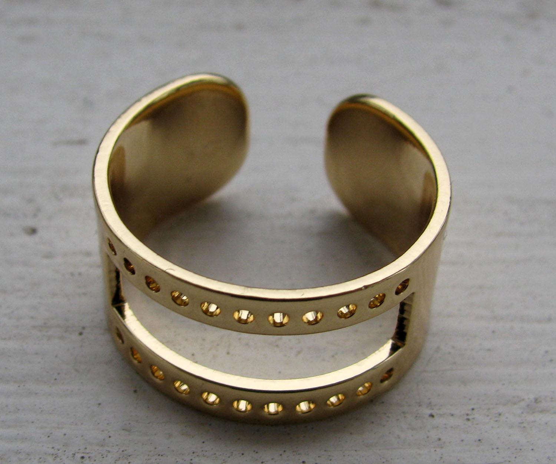 Ringstomme Guldfärgad - Med hål (Miuyki) 1 styck af4c32689fc11