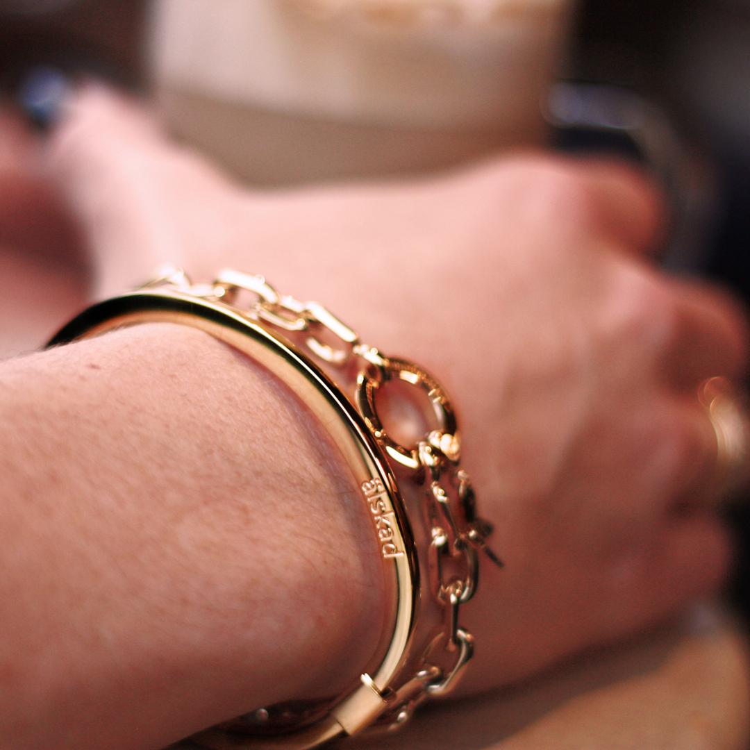 älskad vän smycke