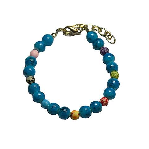 68f219250ff8 Turkos armband med mönstrade pärlor