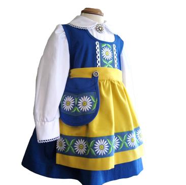 ee0778c0ebc9 Sverigeklänning - barn - sverigedräkt