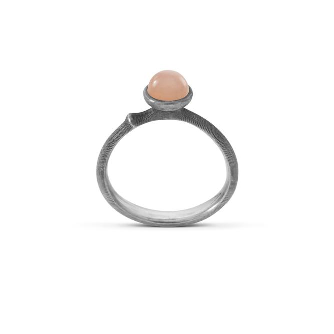 Lotus Tiny Ring Blush Månsten - Bohlins Guldsmedsaffär a2975d600bc48