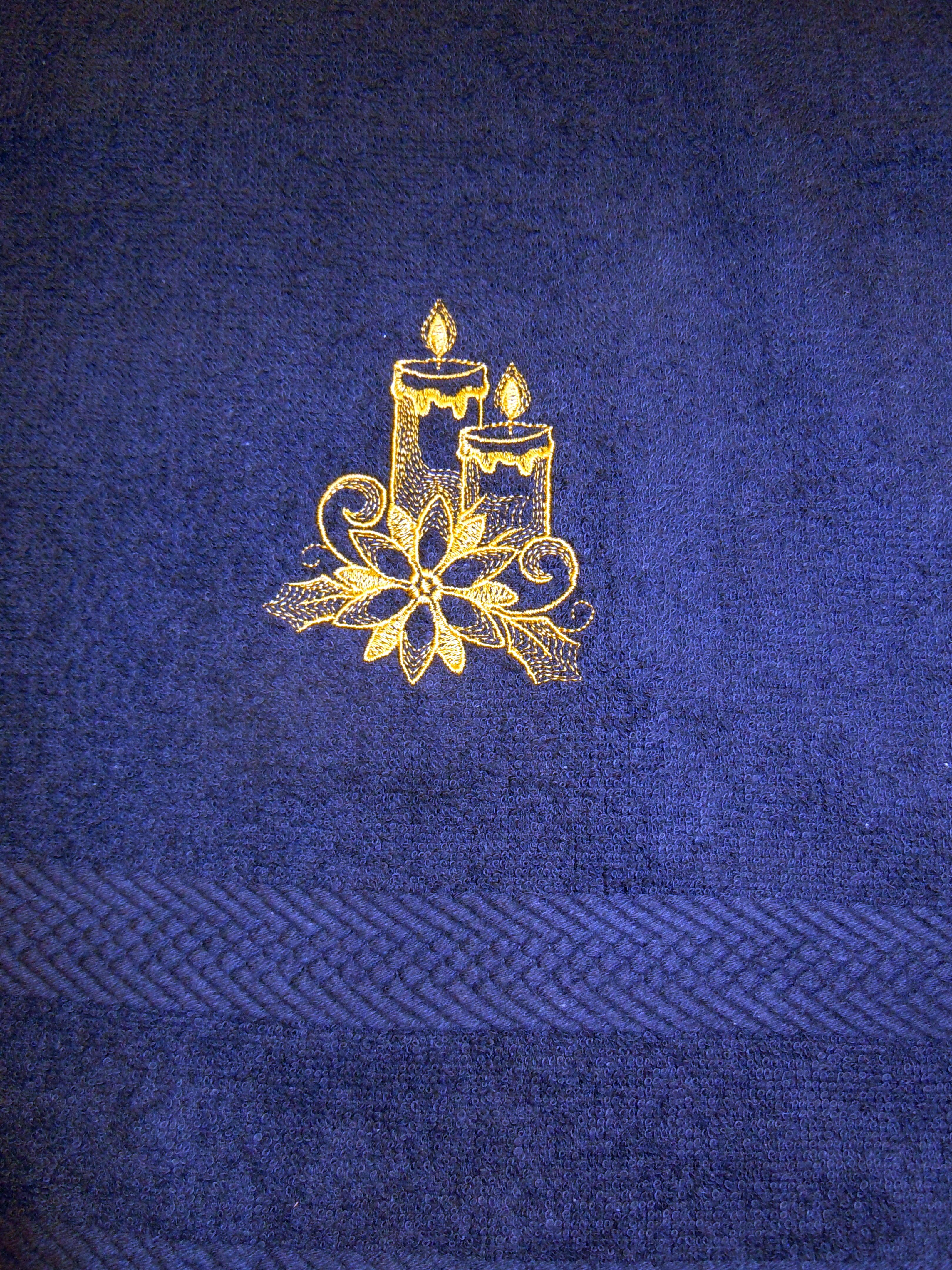 Handduk Brodyr med Julmotiv - Domestic Present   Brodyr 6f4c7a5735e8b