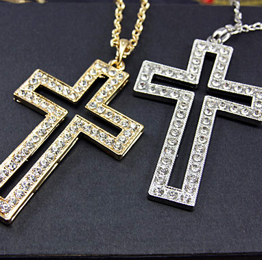 stort kors halsband