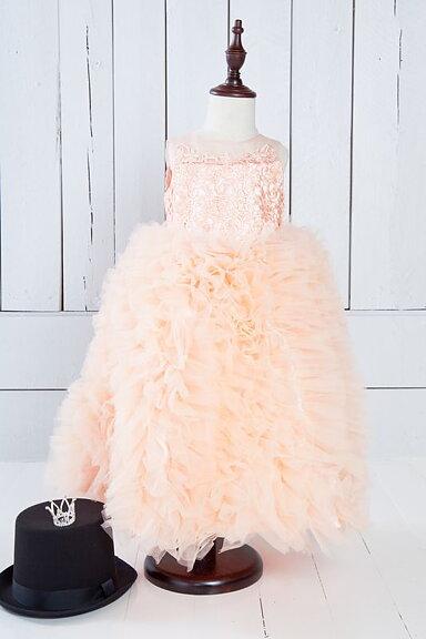 Pfirsichfarbenes, flauschiges Kleid