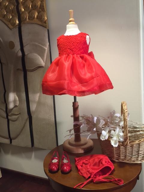 c74c6ba8e1ba Röd julklänning med hatt Baby - littlep.se