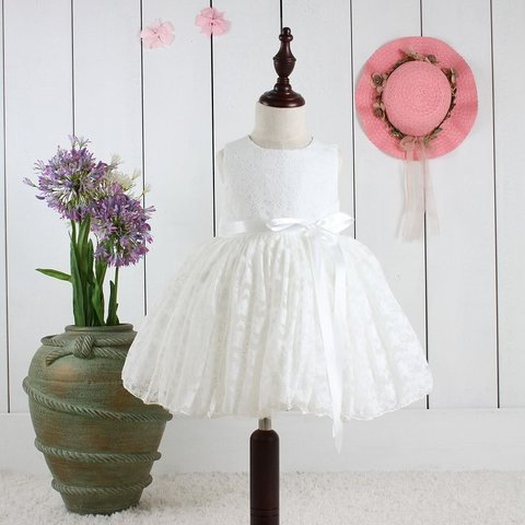 Ivory Prinsessklänning i spets med rosett e5b45ed49c1d0