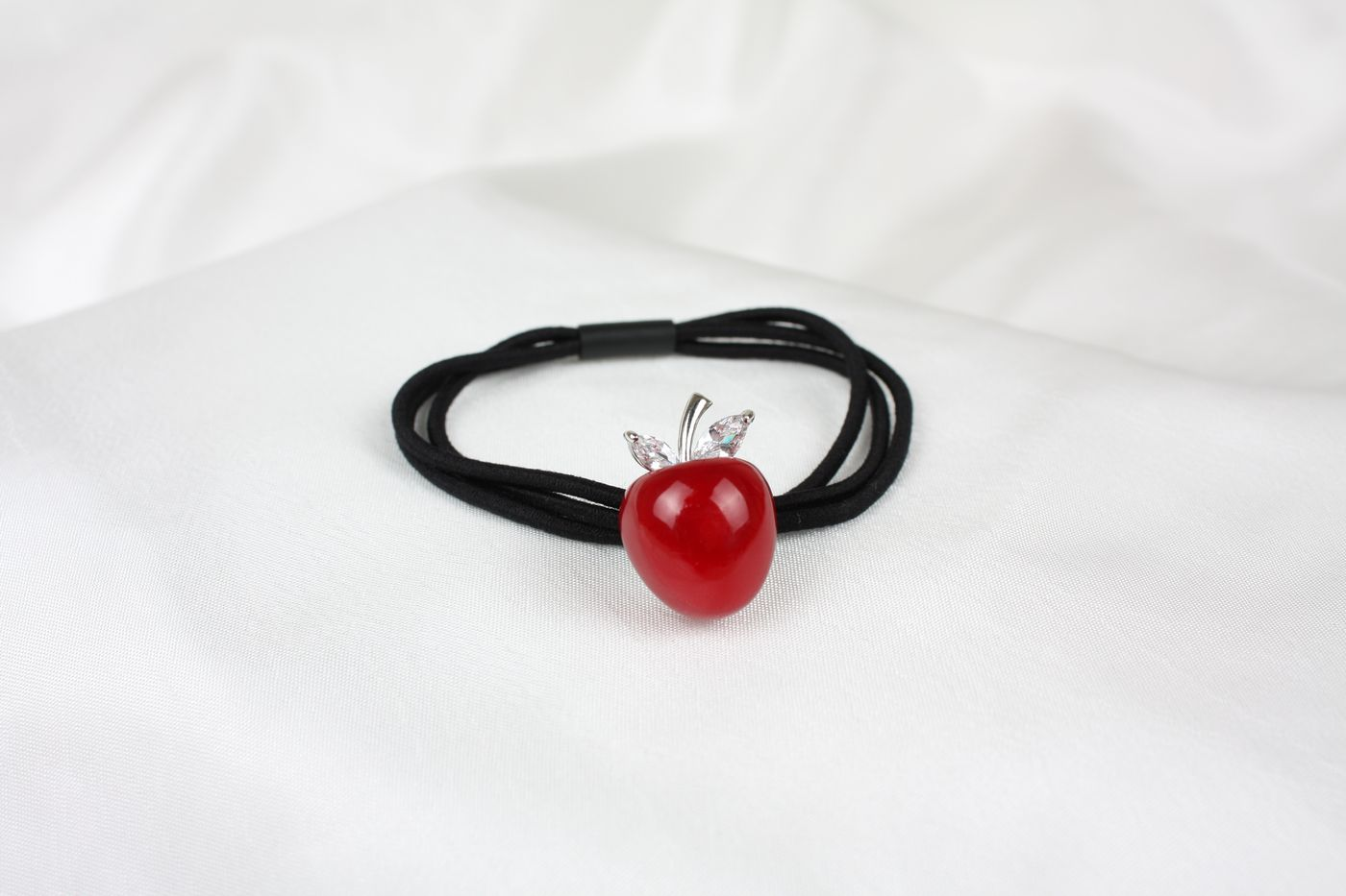 Hårsnodd rött äpple 240fe4958e0de