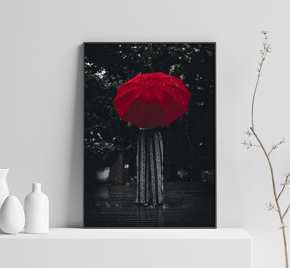 Kvinna med Rött Paraply - Svartvit Poster med Färg - SwedeArts 4b8ecd2c5758f